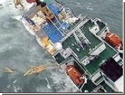 У берегов Японии загорелся выброшенный на рифы сухогруз: один человек погиб, 8 пропали без вести