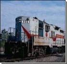 Пригородный поезд снес грузовик с переезда