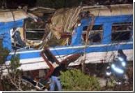В Индии поезд врезался в такси, погибли 18 человек