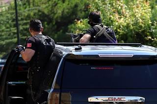 В одного из руководителей турецкой оппозиции выстрелили в ресторане