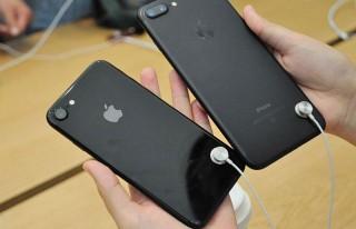 Секретная функция в демонстрационных iPhone делает бессмысленной кражу смартфонов из магазинов Apple