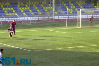 Вратарь ростовского клуба забил мяч ударом от своих ворот