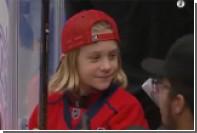 Овечкин подарил клюшку ребенку во время матча НХЛ