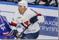 Игрок «Слована» поразил свои ворота с чужой половины площадки в матче КХЛ