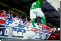 Аргентинский футболист ударил болельщика ногой по голове