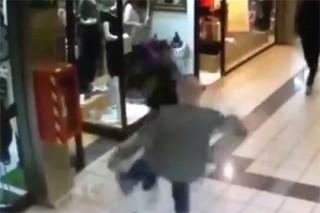 84-летний мужчина остановил похитителя драгоценностей в торговом центре