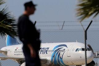 Двух россиянок арестовали в кипрском аэропорту за нападение на полицейских