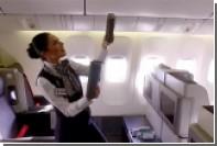 Стюардессы и пилоты застыли в самолете в рамках Mannequin Challenge