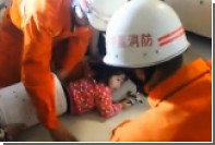 В Китае маленькая девочка застряла в стиральной машине