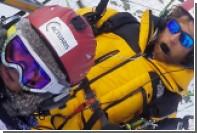 Четырехлетняя девочка на мотопараплане пролетела над Альпами