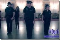 Английская полиция поставила танец к Хеллоуину и Ночи Гая Фокса