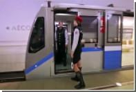 Пассажиры и работники московского метро прикинулись манекенами