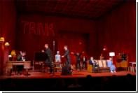 Зрителей в Красноярске возмутил снявший трусы на сцене актер