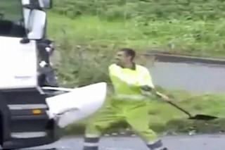 Разъяренный британец с лопатой в руках напал на обидчика после ДТП