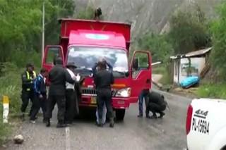 Попытавшихся сжечь угонщиков скота перуанцев разогнали слезоточивым газом