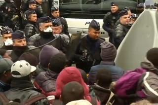 Полиция начала ликвидировать лагерь беженцев у «Сталинграда» в Париже