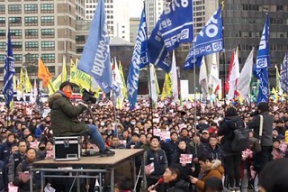 Тысячи жителей Южной Кореи потребовали отставки президента
