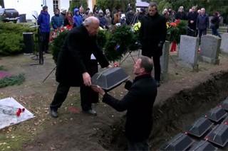 Останки 49 красноармейцев торжественно перезахоронили в немецком Бранденбурге