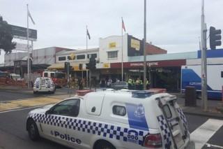 При попытке поджога банка в Мельбурне пострадали около 30 человек