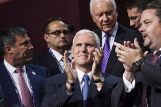 Актеры мюзикла напомнили избранному вице-президенту США о всеобщем равенстве