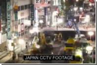 В сети появилось видео ремонта гигантской дорожной ямы в Японии