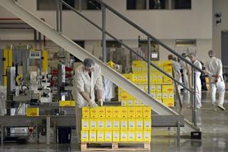 Nestle и Procter&Gamble заподозрили в использовании добытого детьми сырья