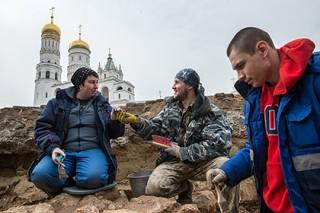 В Кремле обнаружили старинные надгробия