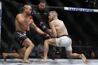 Макгрегор стал первым в истории чемпионом UFC в двух весовых категориях