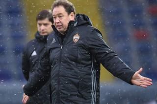 Мостовой назвал возможный уход Слуцкого из ЦСКА проявлением слабости тренера
