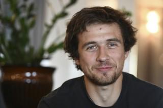 Российский конькобежец получил травму в столкновении с собственными кроссовками