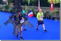 70-летний спортсмен в костюме Эйфелевой башни пробежал Дублинский марафон