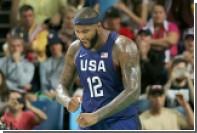 НБА оштрафовала баскетболиста за выброшенную на трибуны капу