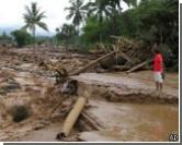 Жертвами наводнения в Индонезии стали сто человек