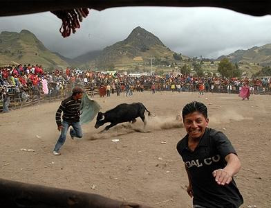 «Пасео дель Чагра» в Мачачи / Коррида в Эквадоре