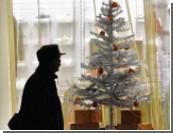 Ёлки, Снегурки и Деды Морозы  / Россияне экономят на празднике, а «новогодние» бизнесмены не держат карман широко