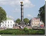 В Полтаве залили краской Памятник Славы и бюст Пушкину