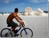 Искусство в ячейках / Тени от мусорных ведер. «Арт-Базель» в Майами-Бич: репортаж с места событий