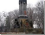 В Полтаве в четвертый раз за год облит краской памятник Пушкину. Партия Ющенко требует провести расследование