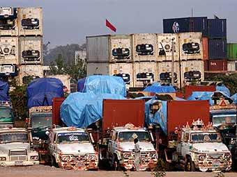 Боевики подожгли 62 грузовика на терминале НАТО в Пакистане