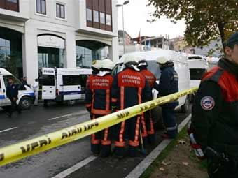 У здания банка в центре Стамбула взорвалась бомба
