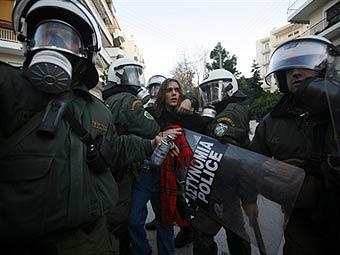 В Греции протестующие заблокировали полицейское управление