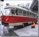 Трамвай с пассажирами сошел с рельсов. ФОТО