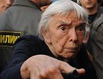 На Триумфальной площади задержаны Алексеева, Лимонов, Яшин / Милиция разогнала митинг в защиту 31 статьи Конституции
