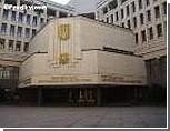 Оппозиция заблокировала трибуну крымского парламента. Спикер поспешно закрыл сессию