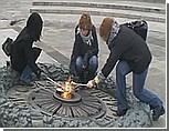 Соратник Януковича: националисток, пожаривших яичницу на Вечном огне, привлекать к уголовной ответственности не стоит