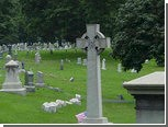Голый американец фотографировал духов на кладбище