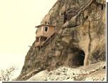 Из пещерных монастырей Крыма выгонят монахов ради включения объектов в списки ЮНЕСКО  / Церковники плохо охраняют культурное наследие?