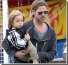 Детей Джоли и Питта на отдыхе караулят 12 нянь. ФОТО
