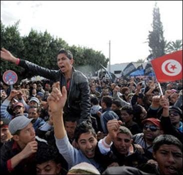 Президента Туниса забросали камнями