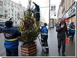 С елок в центре Москвы сняли несанкционированную мишуру